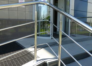 Ограждение входной зоны, административное здание г. Москва